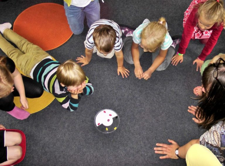 kindergarten-504672_1920-1200x800